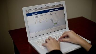 Facebook-on-laptop-jpg_20160309205801-159532