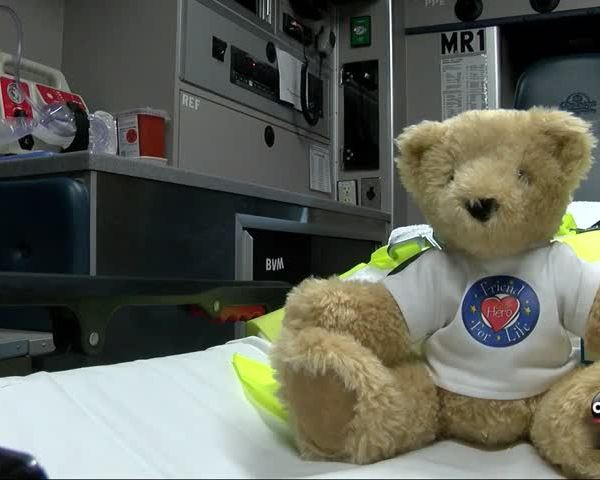 Emergency Teddy Bears Bring Smiles to Children_95404032
