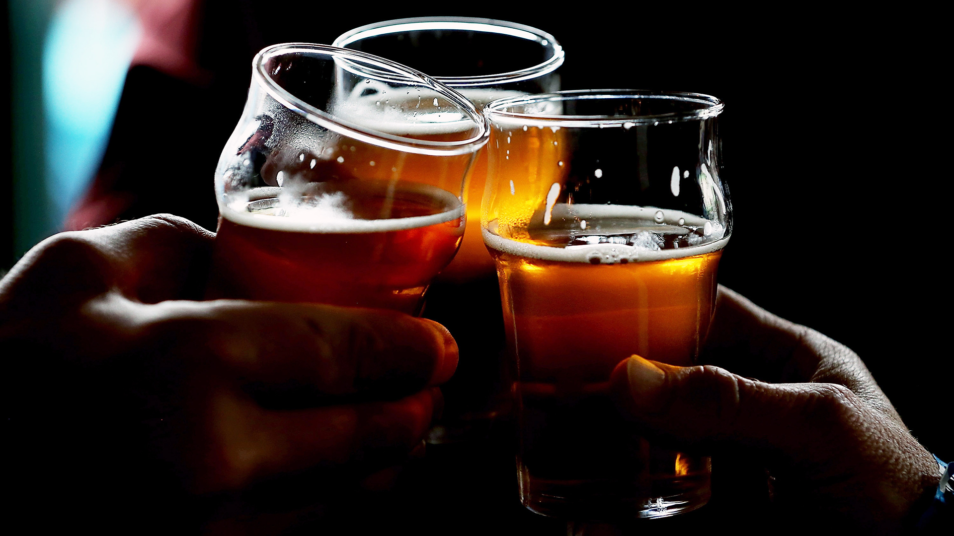 Beer glasses cheers-159532.jpg37433017