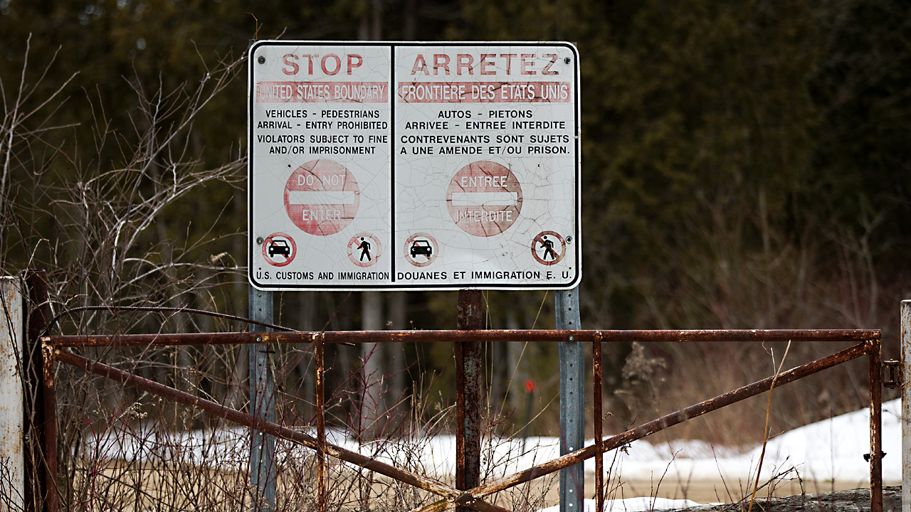 US Canada border sign88003187-159532
