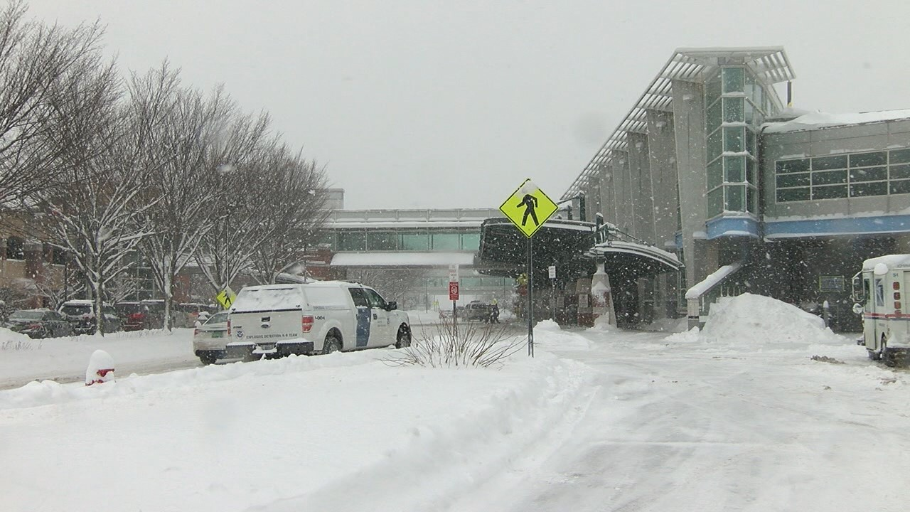 Burlington International Airport Snow_1487004795322.jpg